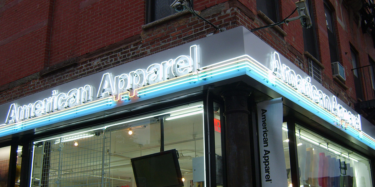 AMERICAN-APPAREL-PAINTED-ALUMINUM-BOX-WITH-EXPOSED-NEON-LOGO-AND-LINES